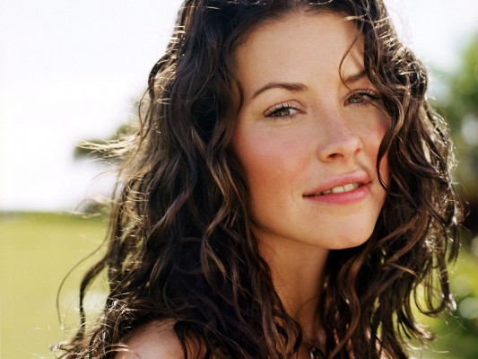 kate-evangeline-lilly-4806637-1400-1050