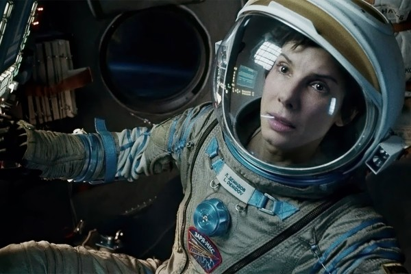 gravity-movie-review-sandra-bullock-suit-2