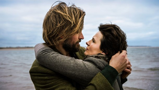 Juliette Binoche e Nikolaj Coster-Waldau formam o par romântico